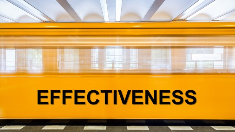 A picture of a yellow train used as illustration on effectiveness